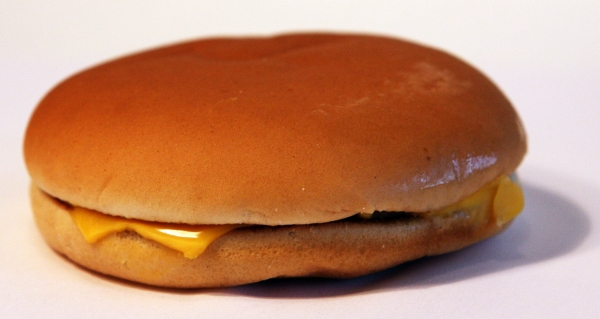 McDonalds Cheeseburger Realität Reality
