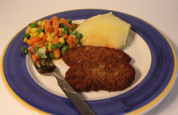 Iglo Mahlzeit Schmankerl Faschierte Laibchen Erdäpfelpüree Gemüse Zubereitet