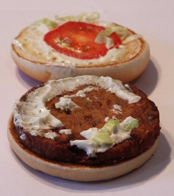 McDonalds Veggie Burger echtes Aussehen actual look open offen