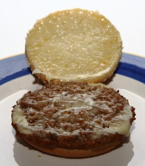 cheeseburger von hofer aussehen offen
