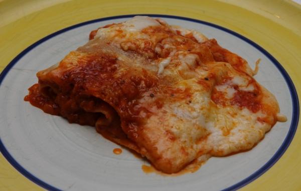 ernos lasagne auf teller aussehen