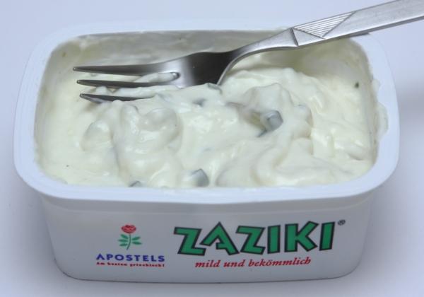 griechisches tzatziki supermarkt becher inhalt bilder