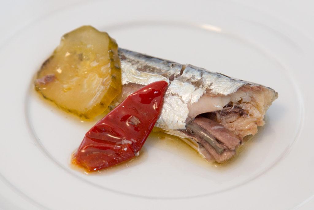 Echte Nuri Sardinen in scharfem Olivenöl
